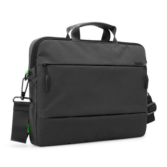 Incase City axel/bärväska för Macbook Pro 15""